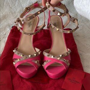 5️⃣0️⃣0️⃣ Valentino pink Rockstud pumps